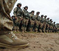 Военнослужащие на совместных учениях Коллективных сил оперативного реагирования ОДКБ Взаимодействие-2015 в Псковской области. Архивное фото