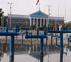 Фонтан возле здания Кыргызской государственной филармонии им. Т. Сатылганова. Архивное фото