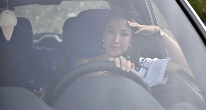 По результатам конкурса Автоледи-Бишкек — 2015 первое место заняла менеджер рекламной компании 22-летняя Айсулуу Парманова