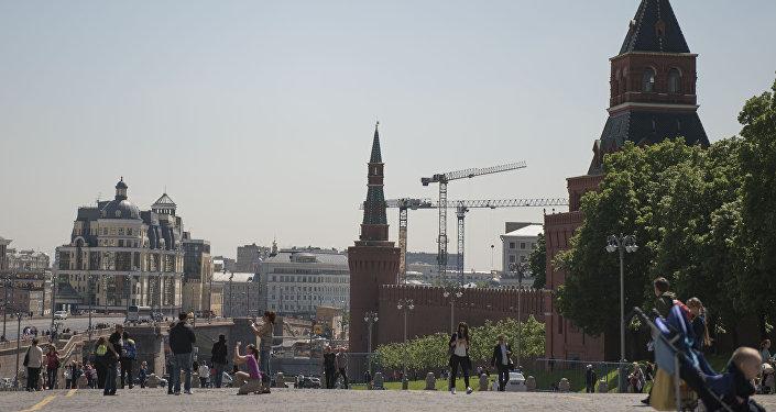 Кызыл Аянт, Москва шаары. Архив