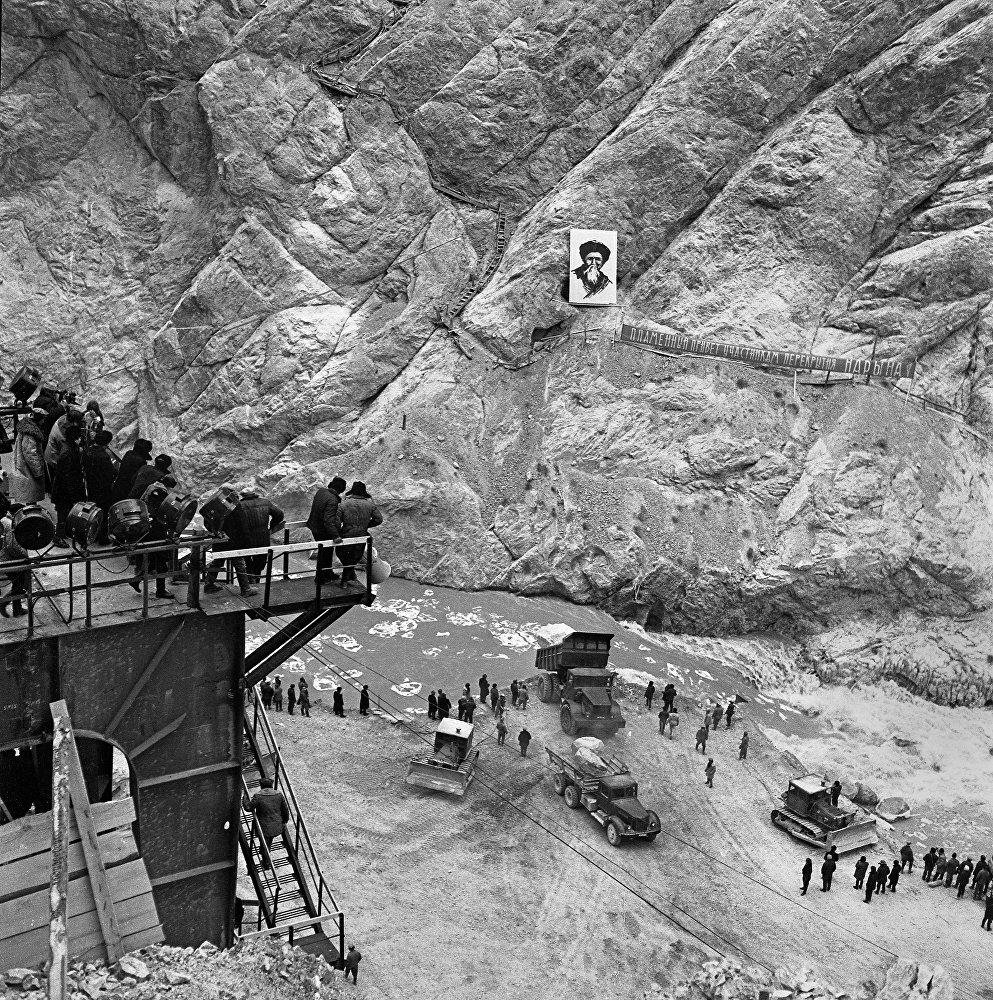 Взрыв Токтогулки ради соседей, или Неизвестные фото строительства ГЭС