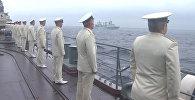 Спутник_Моряки с борта эсминца наблюдали за парадом кораблей РФ и КНР во Владивостоке