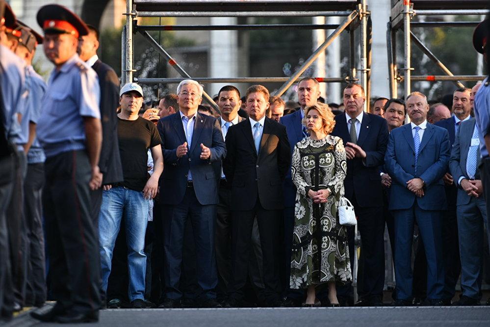 Мероприятие было организовано мэрией Бишкека, российскими компаниями Фабрика-Арт и Газпромнефть-Азия