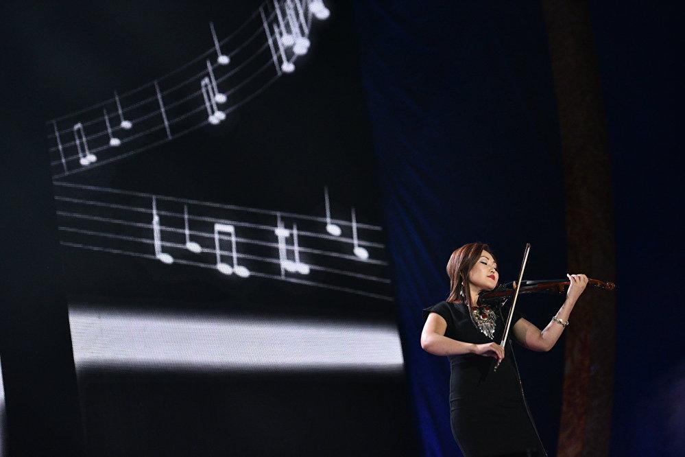 Кыргызстанская скрипачка Нурайым Азыкбаева