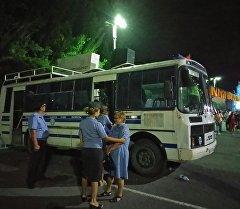 Автобус ГУВД Бишкека, на пересечении улицы Панфилова и проспекта Чуй.