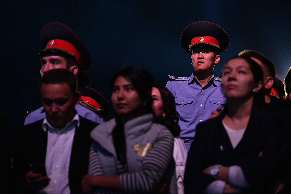 Сотрудники милиции дежурили до конца концерта