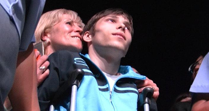 Данила, мечтавший увидеть Лепса, слушал певца и общался с мэром
