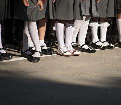 Школьники на линейке. Архивное фото