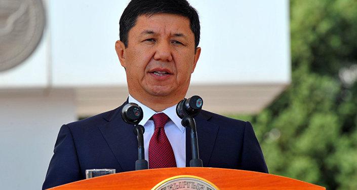 Премьер-министр Темир Сариев во время поездки в город Ош