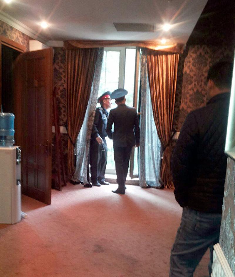 Ограбленный офис лидера партии Ата Мекен Текебаева