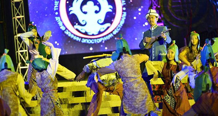 Дүйнө эпосторунун III фестивалы 3-сентябрдан тарта Бишкекте өтүп жатат.