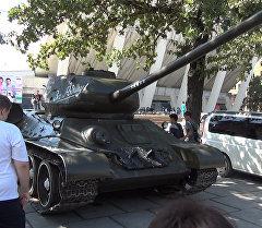 Геймеры в Бишкеке водили танки и стреляли в противника