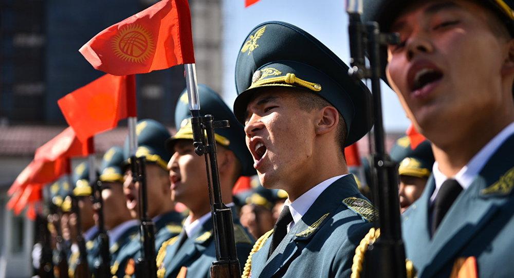 Кытайдагы парадда ийгилик менен өткөн Улуттук гвардиячылар. Архив