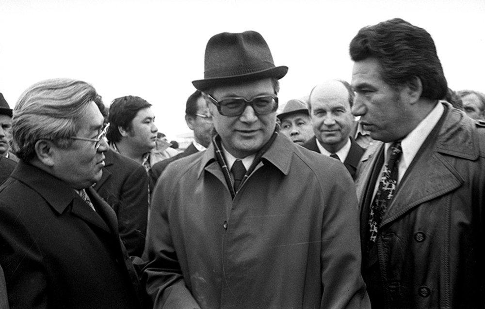 Т. Усубалиев с первым секретарем Союза Кинематографистов Армении К.Калонтарь и Чынгыз Айтматов. Фрунзе 1976.