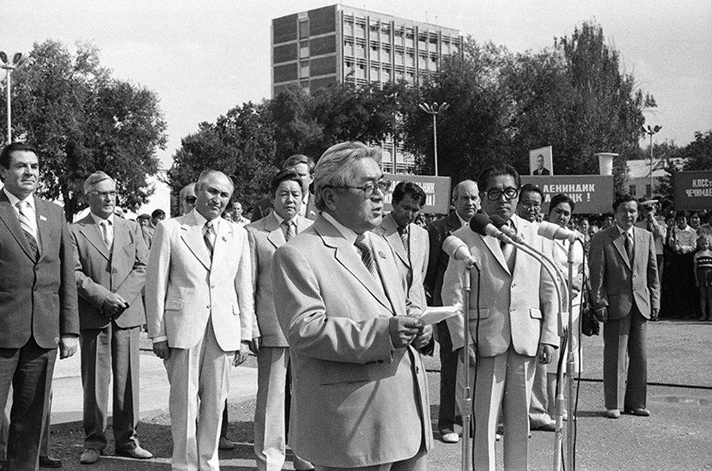 На митинге посвященный открытию памятника А.М.Горькому.