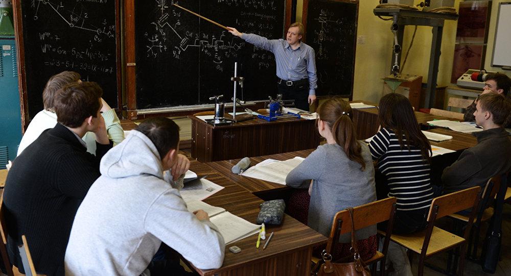 Студенты на учебе. Архивное фото