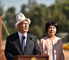 Президент Алмазбек Атамбаев Турдакундун Усубалиевдин акыркы сапарга узатуу зайнатында