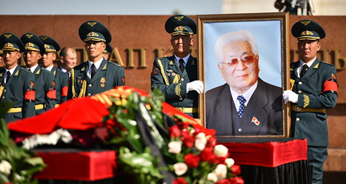 Церемония прощания с Турдакуном Усубалиевым на площади Ала-Тоо