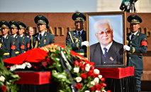Панихида первого секретаря ЦК Коммунистической партии Киргизской ССР Турдакуна Усубалиева. Архивное фото