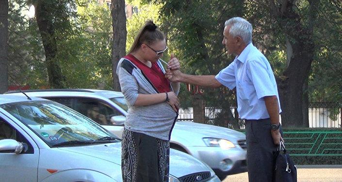 Беременная девушка просит прикурить — соцэксперимент в Бишкеке