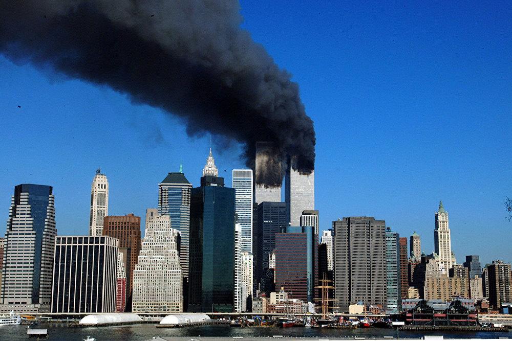 Здания ВТЦ в первые минуты после удара