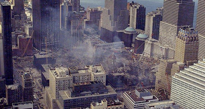 Вид на после падения башен близнецов в Нью-Йорке. Архивное фото