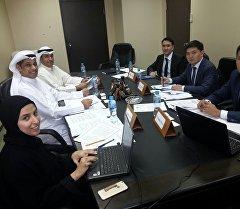 Экономика министрлигинин кызматкерлери Эль-Кувейт шаарында.