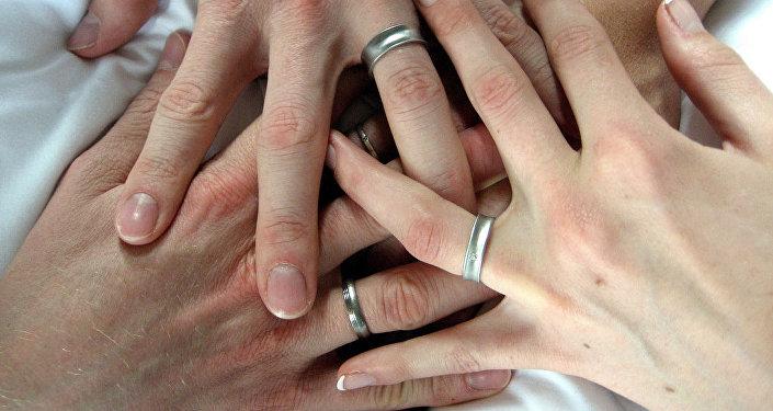 Обручальные кольца. Архивное фото