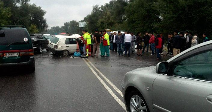 На объездной дороге недалеко от пересечения с улицей Алма-атинской произошла автоавария.