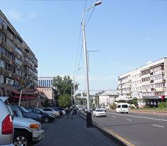 Одна из улиц Алматы. Архивное фото