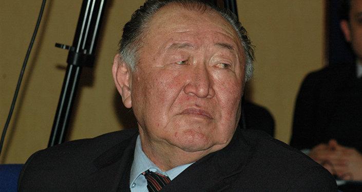 Кыргыз Эл жазуучусу Казат Акматов. Архив