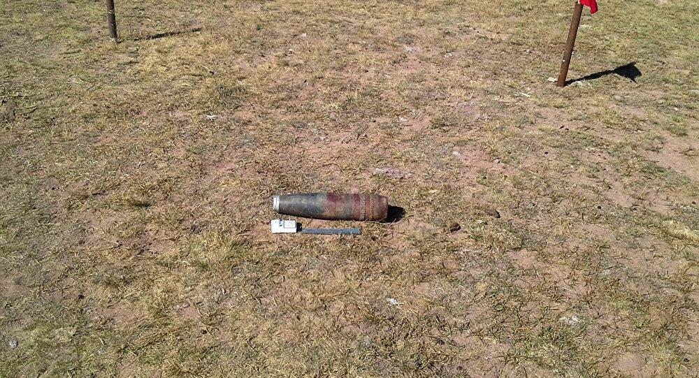 Ош облусунун Алай районундагы Макалуу-Дөбө аймагында замбиректин үч снаряды табылды.