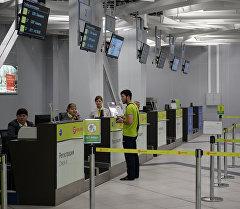 Стойки регистрации в аэропорту. Архив