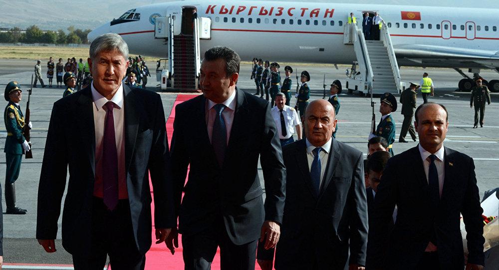 Президент Алмазбек Атамбаев иш сапар менен Тажикстанда