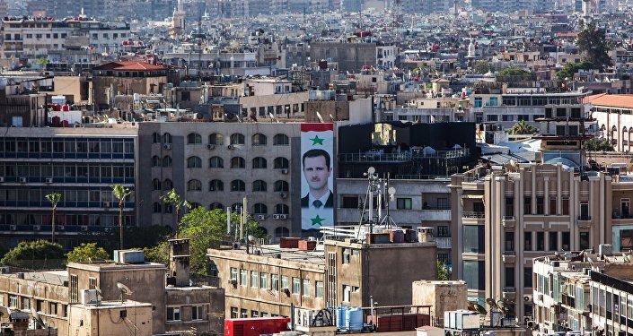 Портрет президента Сирии Башара Асада на стене дома в центре Дамаска. Архивное фото