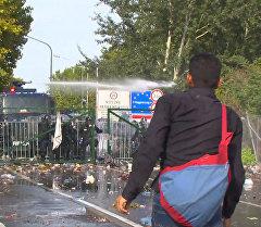 Беспорядки на границе Венгрии: полиция применила водометы против беженцев