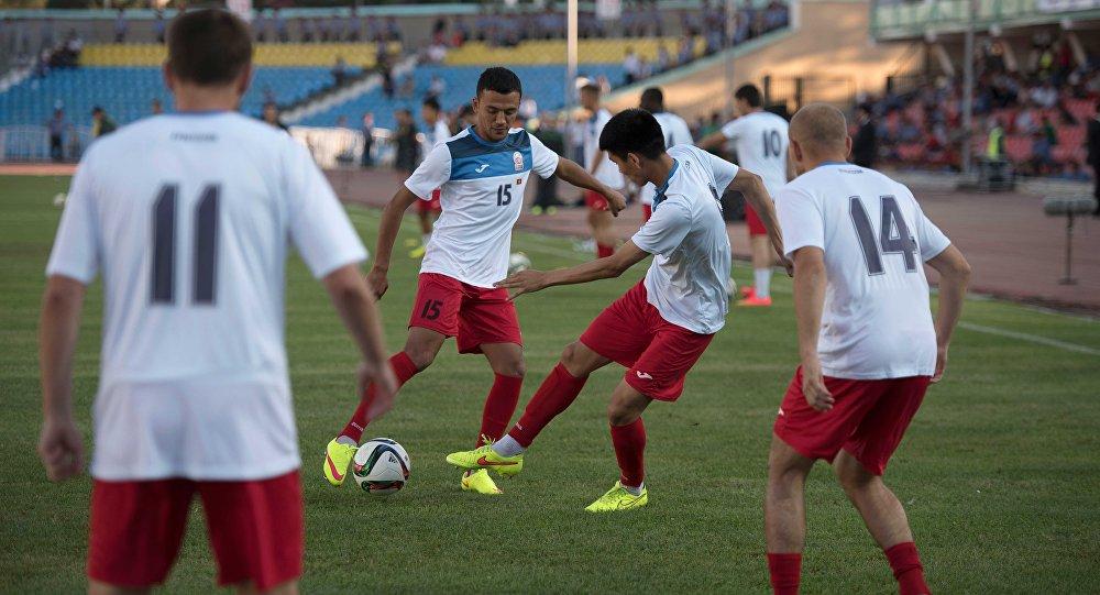 Сборная Кыргызстана по футболу во время тренировок. Архивное фото