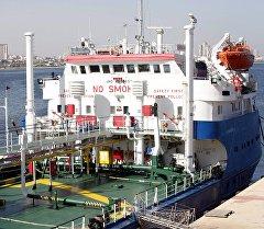 Задержанный российский нефтеналивной танкер Механик Чеботарев в Ливии. Архивное фото