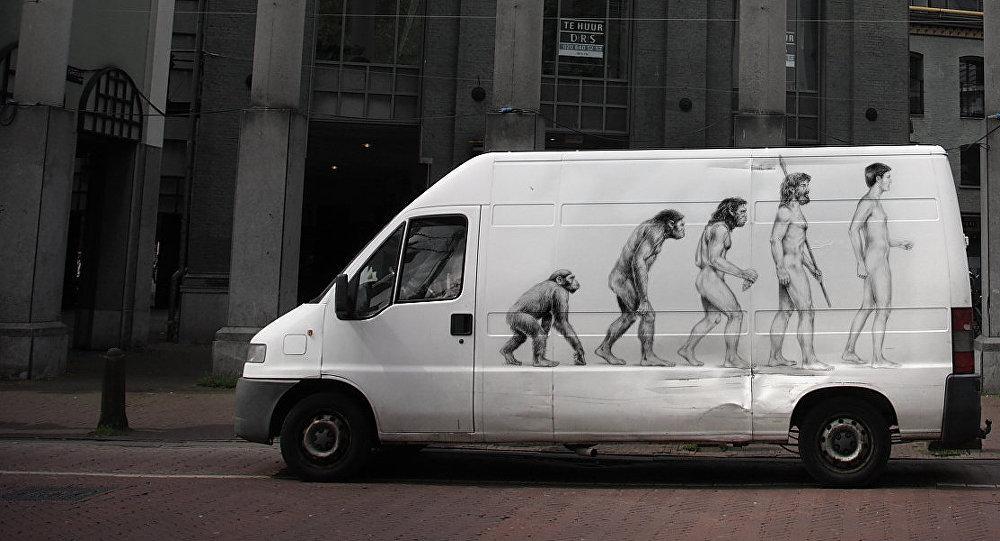 Картина эволюция человека. Архивное фото