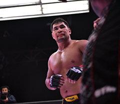 Замирбек Сыргабаев уверенно одержал победу над соперником из США.