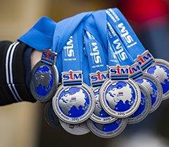 Медали для участников 26-го Сибирского международного марафона в Омске. Архивное фото