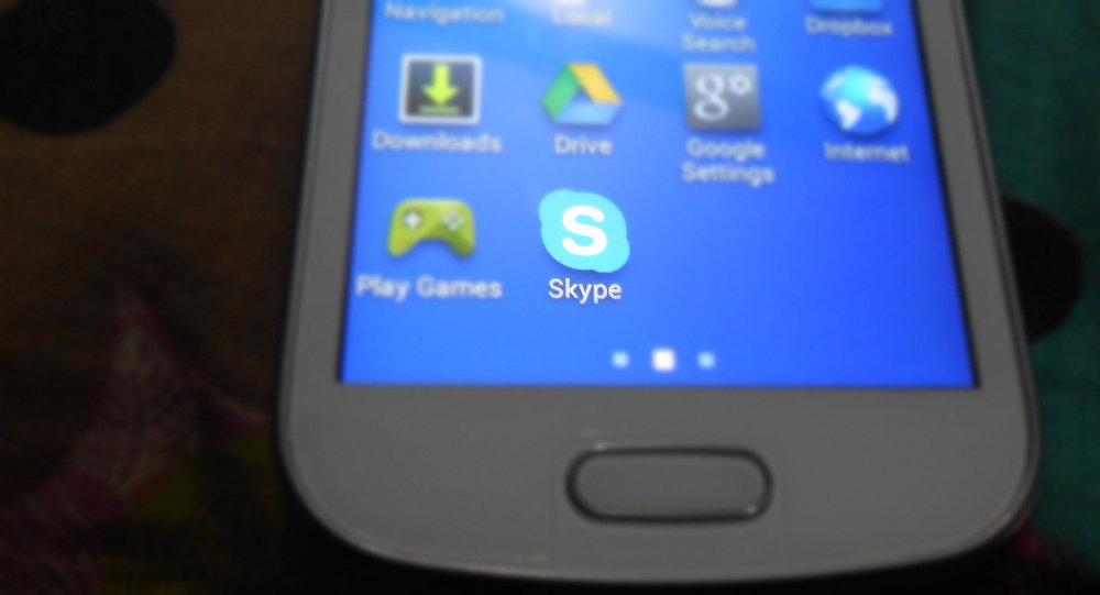 Приложение Skype в телефоне. Архивное фото