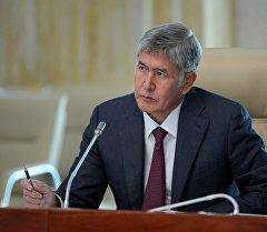 Мамлекет башчы Алмазбек Атамбаев. Архив