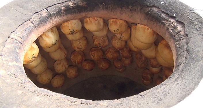 Ошские пекари раскрыли секрет приготовления тандырной самсы