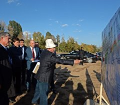 Президент Алмазбек Атамбаев Ысык-Көл облусуна жасаган иш сапары учурунда.