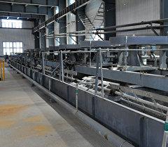Оборудования в золотоизвлекательной фабрике в Иштамберды. Архивное фото