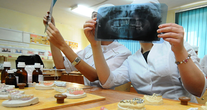Студенты стоматологического факультета. Архивное фото