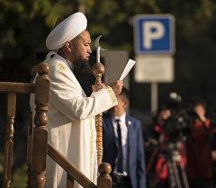 Кыргызстандын муфтийи Максат ажы Токтомушевдин архивдик сүрөтү