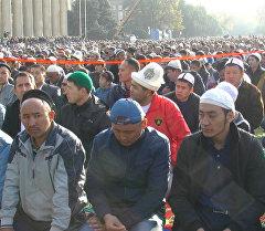 LIVE: праздничный намаз в честь Курман айта на Старой площади