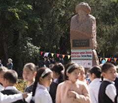Библиотека под открытым небом в Бишкеке